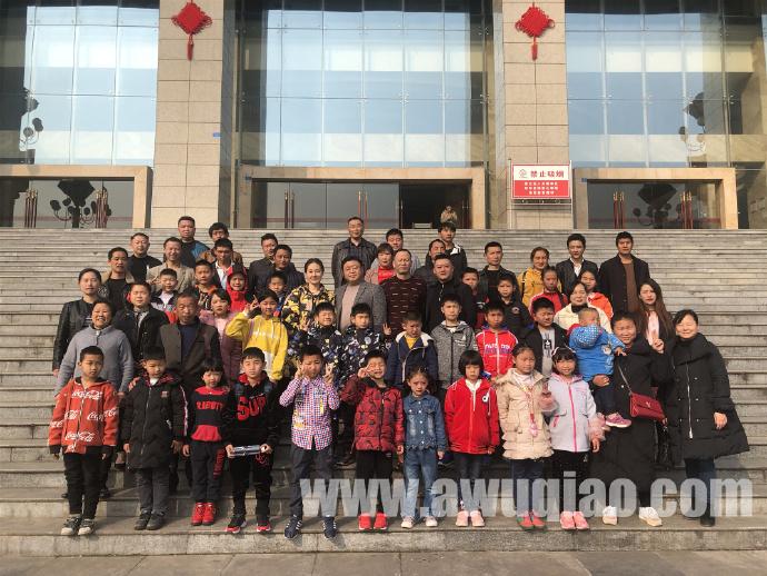 一路从南飞到北,千里追寻学杂技-宜宾送26名学子赴河北吴桥学杂技