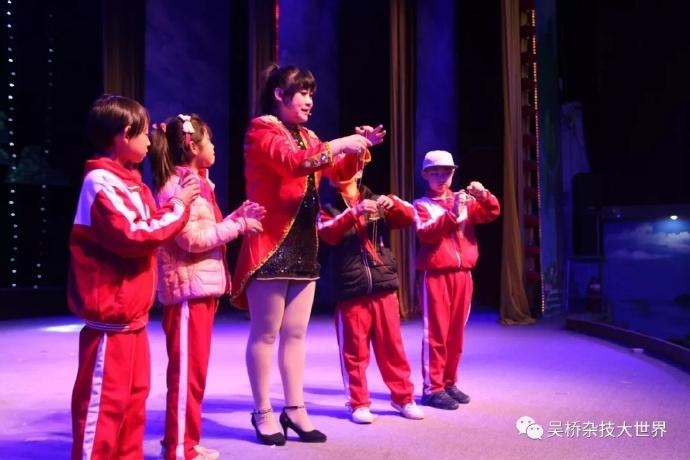 荣登央视频道金牌教练手把手分组指导练习,分解式动作教学易懂易学、寓教于乐,将中国传统文化以研学形式真情的表达。