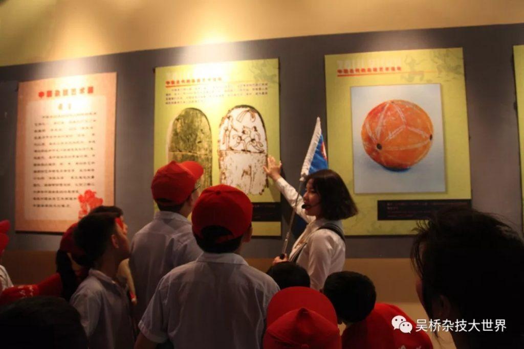 枣庄日报社小记者团杂技研学走进吴桥杂技大世界景区,让身体与心灵来一次神奇的杂技研学之旅。