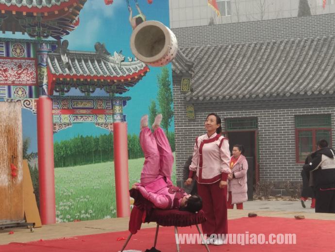 中华园大马戏团顶缸