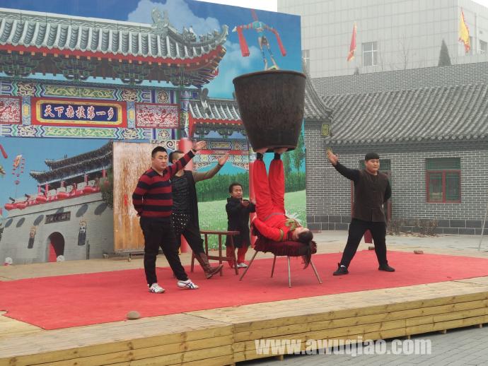 中华园大马戏团顶大缸