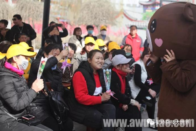 """三八""""女神节""""到来之际,吴桥杂技大世界景区不仅提供了超低优惠门票而且还有""""玫瑰花""""福利相送。"""